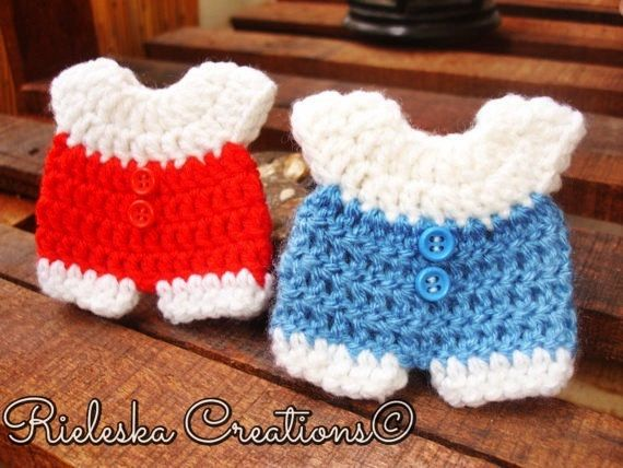 Price is for the PATTERN only, not the finished product.  Crochet PDF pattern- baby onesie for baby shower/baby miniature size: 8 cm - 3,15 inches