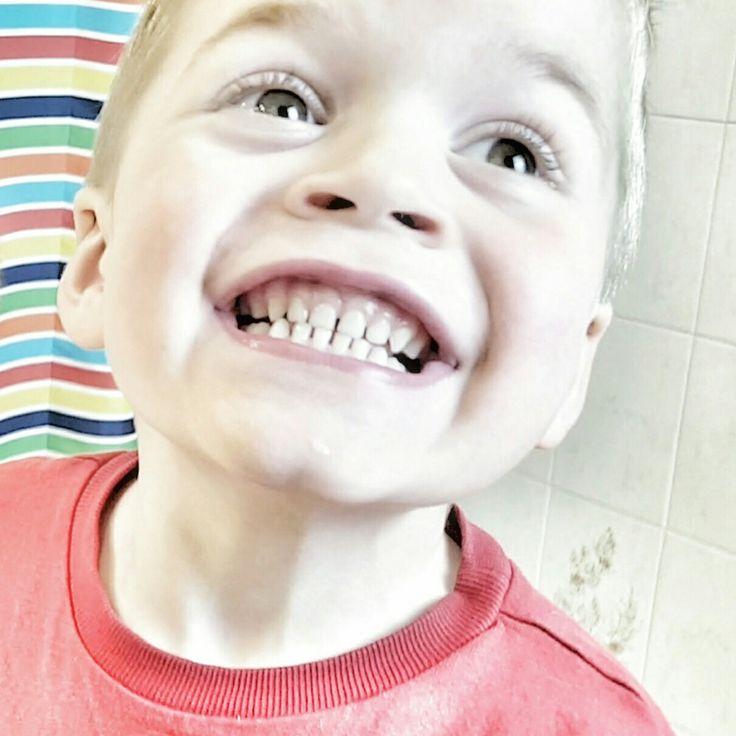 Comment bien laver les dents des enfants ?  Les 5 règles fondamentales pour faire du brossage de dents un jeu.