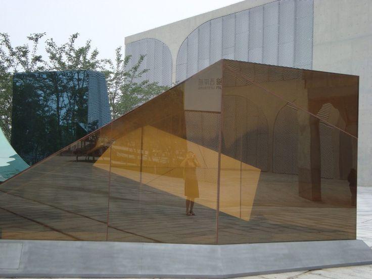 SHANGHAI: LONG MUSEUM: la collezione di Liu Yiqian e Wang Wei. Dal 2008 la loro collezione si è concentrata sull'arte cinese dalla trasformazione culturale dei tardi anni '70 fino ai giorni nostri. In particolare sono presenti la maggior parte degli artisti cinesi più importanti degli ultimi 30 anni.
