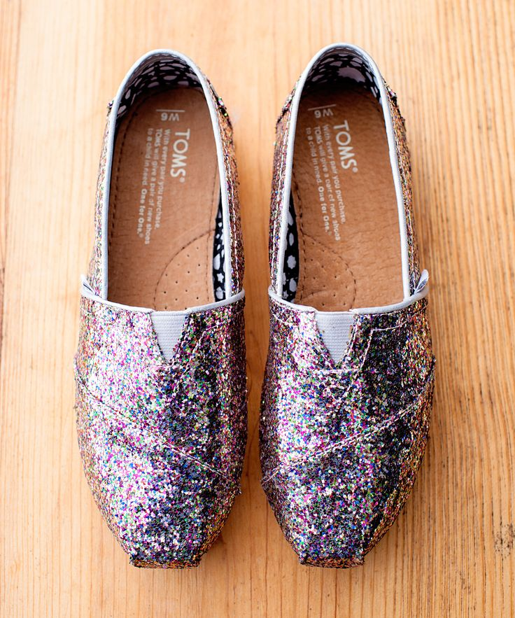 i usually don't like Toms bute THESE are full of glitter *-----* <3