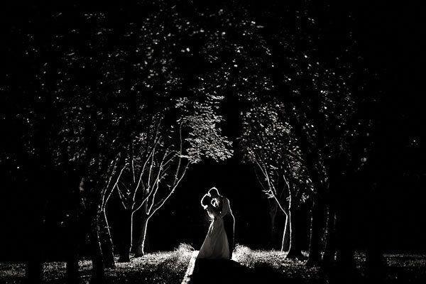 65c545c1e9de After Dark  50 Gorgeous Nighttime Wedding Photos Under the Trees Steal a  kiss beneath the trees.  weddingphotos