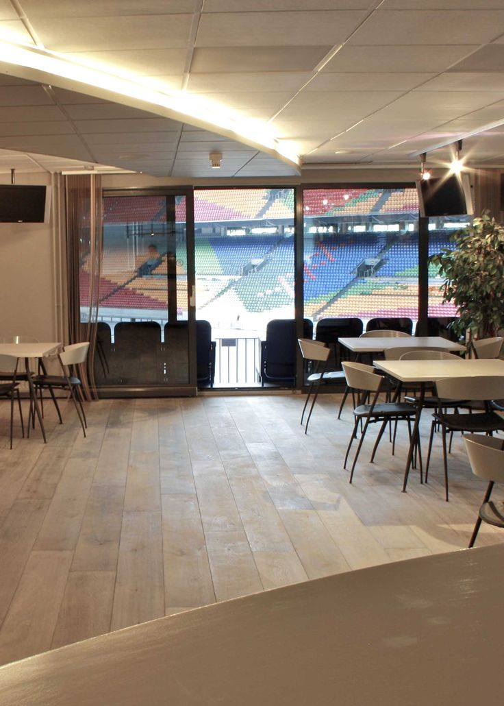 Amsterdam ArenA is both home to Ajax football club and a well-known business and entertainment venue. For its most exclusive business and VIP lounge, the ArenA wanted a floor that would do justice to its name – The Champions Lounge. The solution: a Chapel Parket Bleached White wooden floor.
