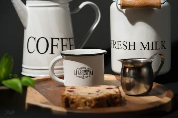 Make getting out of bed worthwhile: rise and shine with our freshly brewed coffee! #breakfast #coffeelovers #pastry
