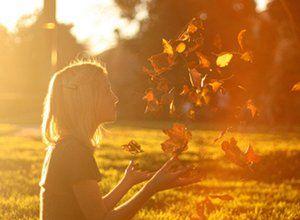 Nunca segure uma lágrima para mostrar que tem força, mas deixe-a rolar para mostrar que tem sentimento.