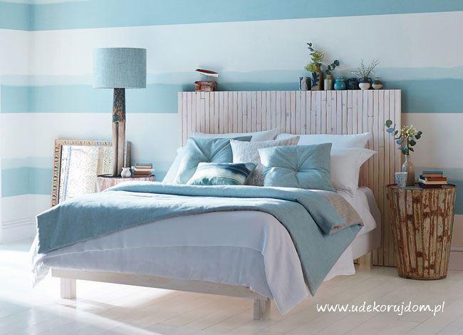 Sypialnia w nowoczesnej aranżacji inspirowana klimatem domku na plaży .