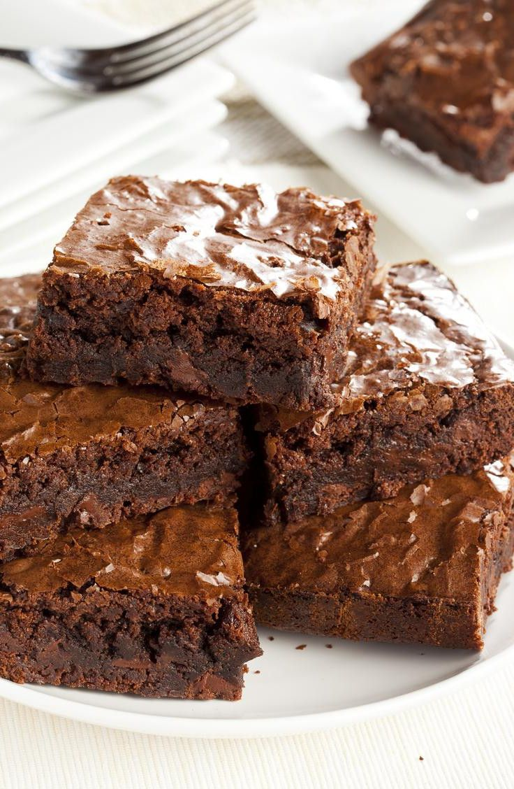 I need these in my life right now! The Best Ever Fudge Brownie Recipe is here! Unlike traditional brownie recipes, this one contains no refined sugars or fake ingredients.
