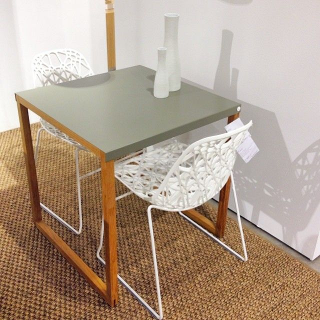 Vi gillar! Kilo matbord vit eller olivgrön, 70x70x73cm 1,395kr. Zach stol, finns i svart eller vitt, 2.300kr. #habitatsverige