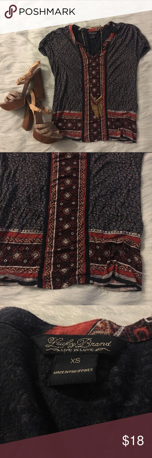 Lucky brand XS navy short sleeve floral tee Lucky brand size extra small, Floral tee. Top is in good condition. Lucky Brand Tops Tees - Short Sleeve