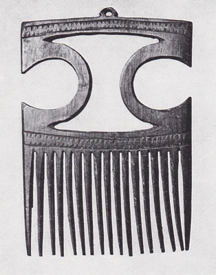 Huldremose carved horn comb