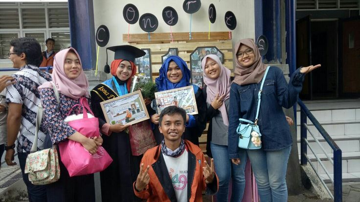 In the mid is ms. Funny moment.  Pencair suasana & org bijak d grup. #WisudaKesma116