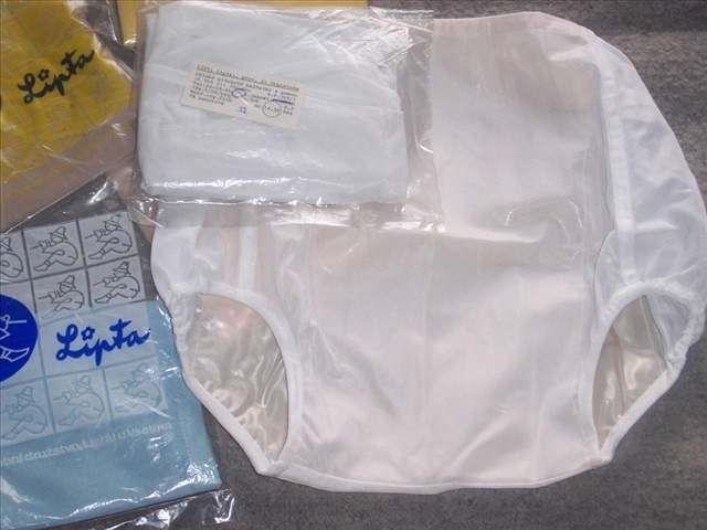 Plenkové kalhotky - Plenkové kalhotky s gumou se používaly spolu s bavlněnými plenkami. Prodávaly se v drogerii za 12,50 Kčs. Dodavatel: podnik Lipta Liptál.