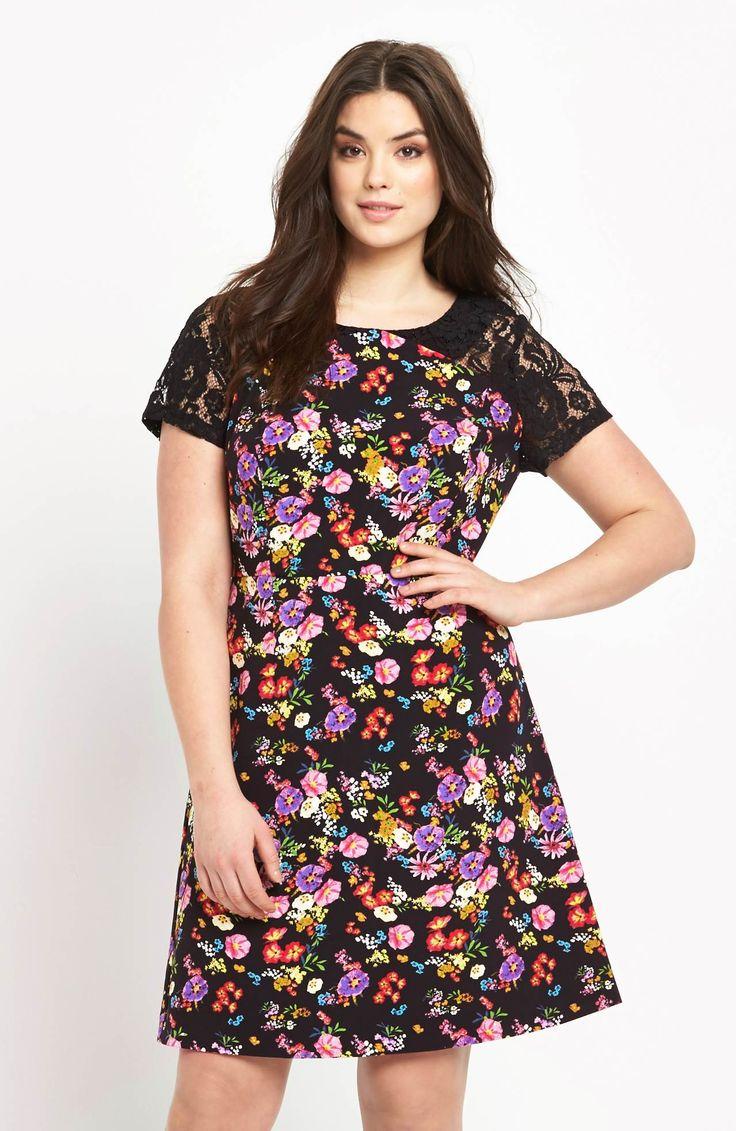 Niezwykle kobieca sukienka z nadrukiem w kolorowe kwiaty i koronkowymi rękawami marki So Fabulous. Dostępna od roz.42 do roz.56 269 zł na http://www.halens.pl/moda-damska-rozmiary-specjalne-na-gore-5828/sukienka-577117?imageId=400577&variantId=577117-0179