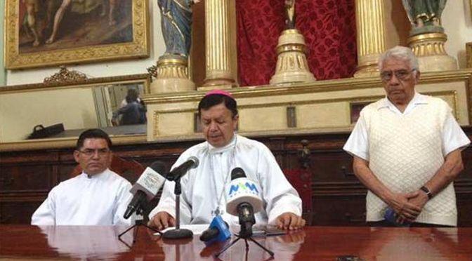 Gonzalo Alonso Calzada, obispo auxiliar de la Arquidiócesis de Antequera Oaxaca, consideró que la unión legal entre personas del mismo sexo, trasgrede los principios establecidos bajo los que se funda una familia con el matrimonio de un hombre y una mujer.