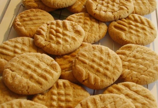 Simple peanut butter cookies - Real Recipes from Mums