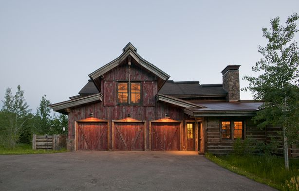 Rustic ranch living inspired by the houston livestock for Western ranch style homes