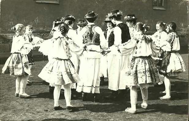 1970-es évek Vada tánccsoport a busójáráson. Bubreg Zoltán osztotta meg velünk. Köszönet a megosztásokért!