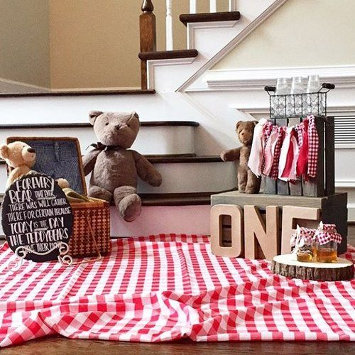 Teddy Bear Picnic photo shoot for an adorable themed 1st birthday party! #teddybearpicnic #firstbirthdayparty #eventplanning #sweetwoodcreativeco http://sweetwoodcreativeco.com