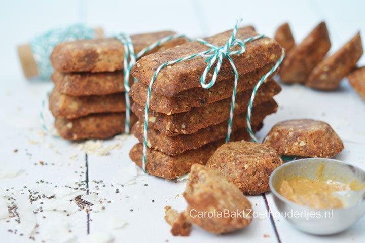 Deze koekjes zijn een gezonde keuze met havermoutmeel, kokos en notenpasta. Maak er lekker veel want je kunt ze goed bewaren en invriezen.