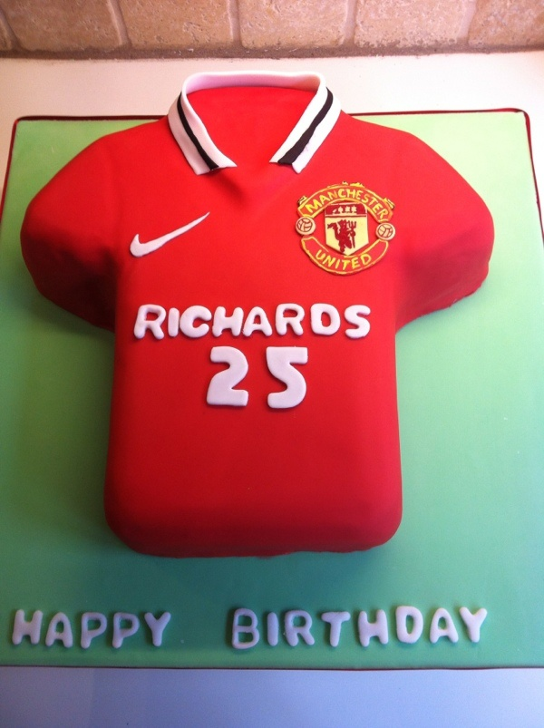 Cake Decorating Football Shirt : Man u t-shirt cake football Cakes Pinterest Cakes ...