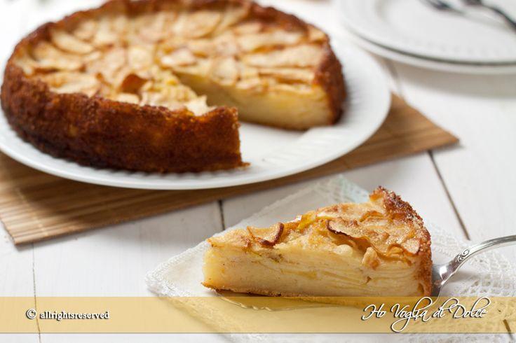 Torta di mele cremosa e rustica, ideale per consumare le mele in eccesso. Una torta cremosa grazie alle mele, morbida che si scioglie in bocca. Facile