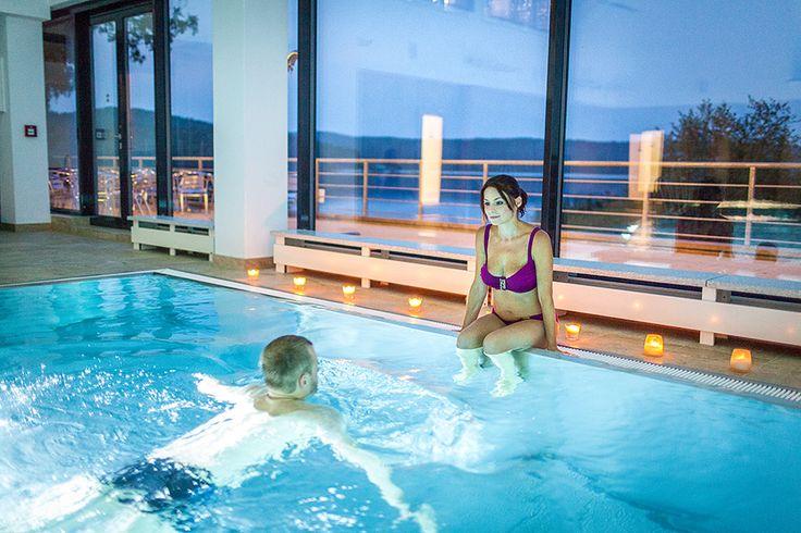 Ubytování Máchovo jezero www.hotelport.cz  Udělejte si pohodlí na plážových lehátkách u našich bazénů. K dispozici je jak vnitřní, tak venkovní vyhřívaný bazén, brouzdaliště i vířivka.  Více informací zde: http://www.hotelport.cz/sport-a-zabava/wellness/