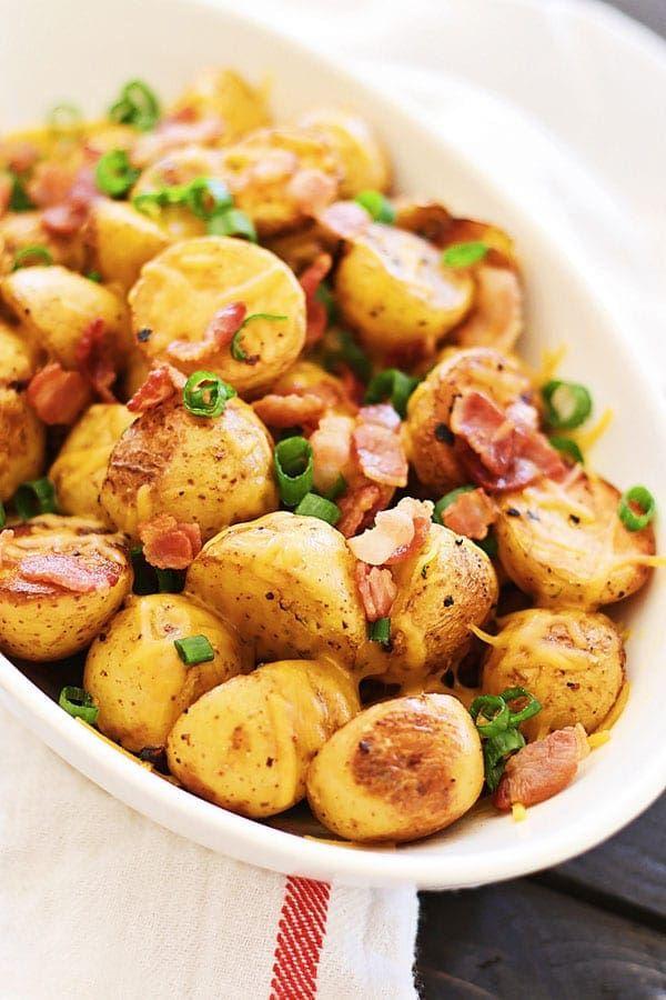 Cheesy Geroosterde Aardappelen met Bacon - mini gouden aardappelen geroosterd met knoflook, cheddar kaas en spek.  Een geweldige bijgerecht voor Thanksgiving    rasamalaysia.com