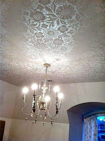 Потолок с орнаментом