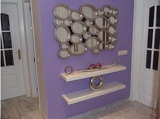 Con espejos es muy sencillo decorar cualquier rincón de la casa.