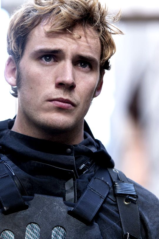 IN HONOR OF FINNICK, WHO SO WILLINGLY SACRIFICED HIS LIFE FOR KATNISS, REPIN THIS!!!