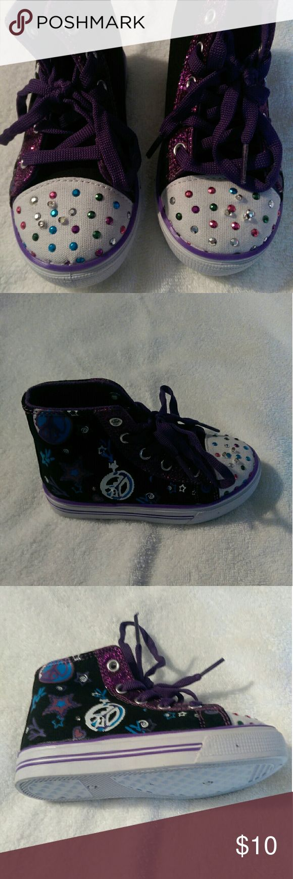 Toddler girls high-top sneaker Toddler girls high-top sneaker, size 9,light up, brand new air balance Shoes Sneakers
