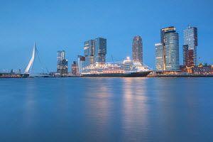 Het nieuwe cruiseschip van de Holland America Line, de Koningsdam,ligt afgemeerd aan de cruiseterminal in Rotterdam.