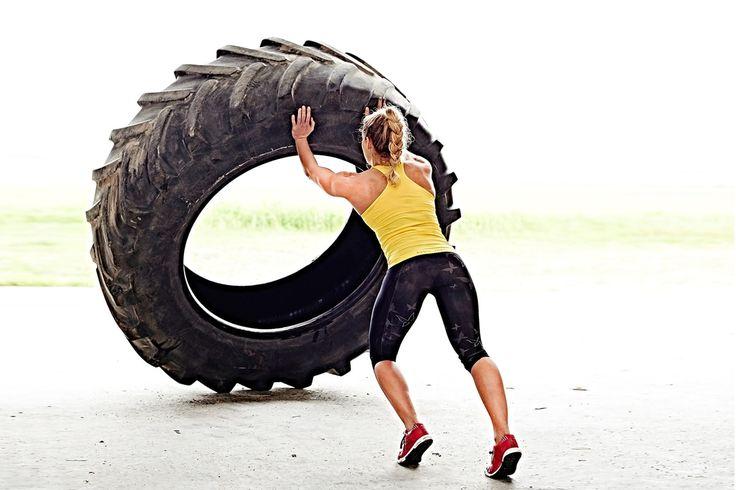 Tire flips tränar hela kroppen. Det är viktigt att du använder rätt teknik när du lyfter så du inte skadar ryggen.