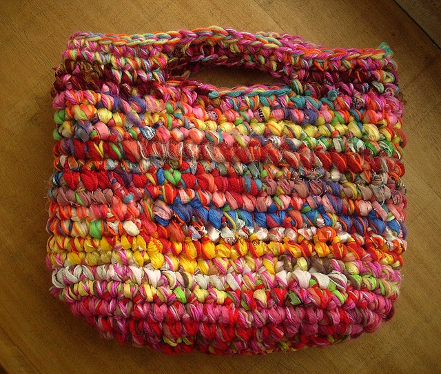 I love how she combines materials & uses colour. Awesome bags & rugs!