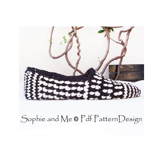 BLACK AND WHITE GRAPHIC BASIC SLIPPERS CROCHET PATTERN **This listing is for a CROCHET PATTERN. You are not buying a finished product! INSTANT DOWNLOAD PDF** One-piece, toe-up! No in- or out-soles included in this pattern, see info below for the Cord-Soles attached! Black and white