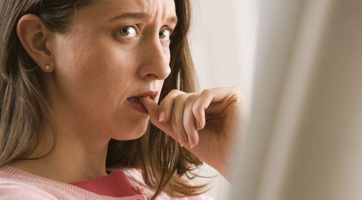 Sosyal Fobi Nedir? Sosyal anksiyete (kaygı) bozukluğu ya da bir diğer adıyla sosyal fobi bireyin başka insanların kendisini aşağılayacağını düşünmesidir.