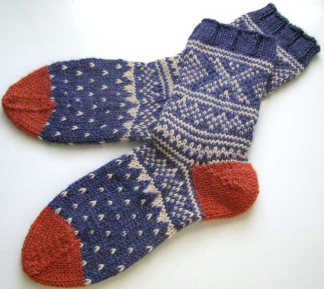 Ravelry: Project Gallery for Weekend Socks pattern by Mags Kandis