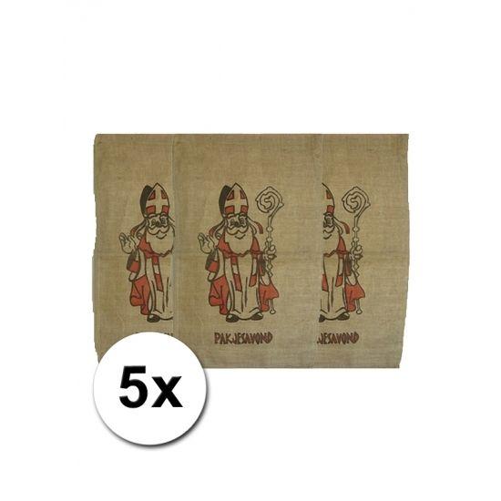 Jute zakken voor Sinterklaas 60 x 102 cm, 5 stuks. Deze jute zakken met een afbeelding van Sinterklaas en de tekst pakjesavond heeft een formaat van ongeveer 60 x 102 cm.