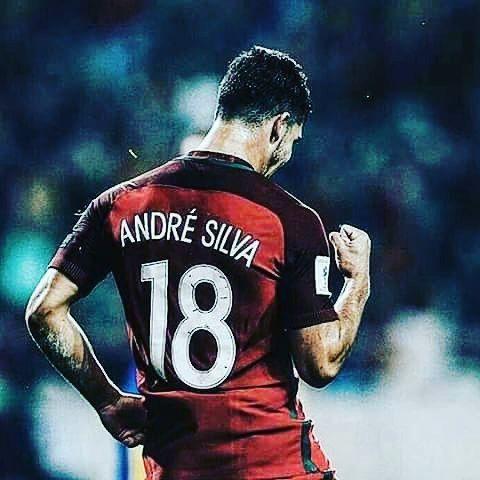 Quem é o mais jovem jogador português a fazer um Hack-Trick pela seleção portuguesa??? ANDRÉ SILVA!!!❤❤❤ #sofcporto
