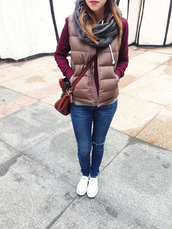 puffer vest / burgundy / grey / cognac / distressed skinnies / white Converse