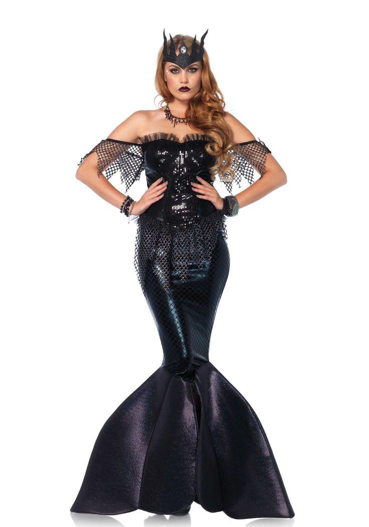 2 delig 'Dark Water Siren' zeemeermin kostuum bestaande uit een bustierjurk met pailletten front, net accenten en rits aan de achterzijde, lamé rok met schubben effect en foam vin staart. De jurk wordt geleverd met kroon.