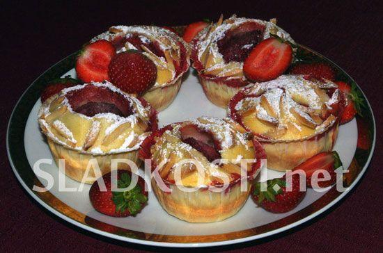 Smetanové muffiny s jahodami