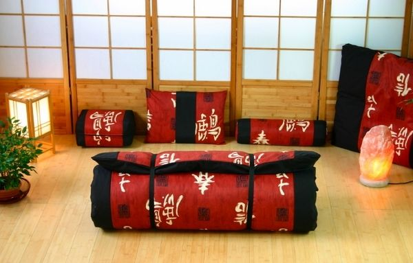 Traditional Japanese Futon Beds | traditional futon mattress roll Japanese futon mattress red black ...