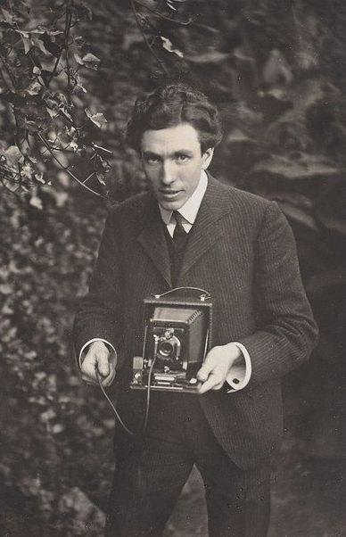 1bohemian: Self portrait, Harold Cazneaux, 1904 Harold Cazneaux