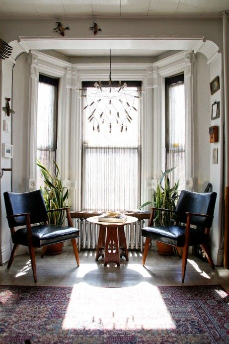 Delightful, unexpected symmetry (and another great lamp).: Spaces, Modern Classic, Living Rooms, Bays Area, Dreams, Friend Of, Interiors Design, Leather Chairs, Bays Window