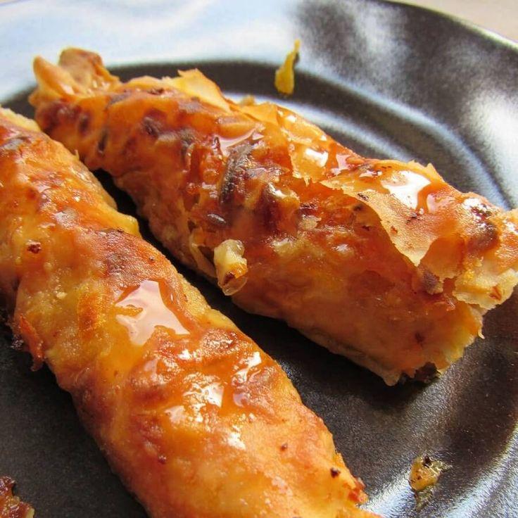 Kabak pidesi, balkabağı ve cevizin baklava yufkasına sarılmasıyla hazırlanan tatlı bir börek. Balkan göçmenlerinin yaptığı bu böreğe az miktarda şerbet dökülüyor. Çok hafif, çok lezzetli, şahane&#8…
