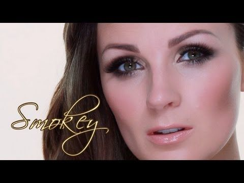 BLAKE LIVELY NEUTRAL/GOLD SMOKEY MAKEUP- I LOVE Pixwoo tutorials! Swear I'm going to buy a good make up tool set.