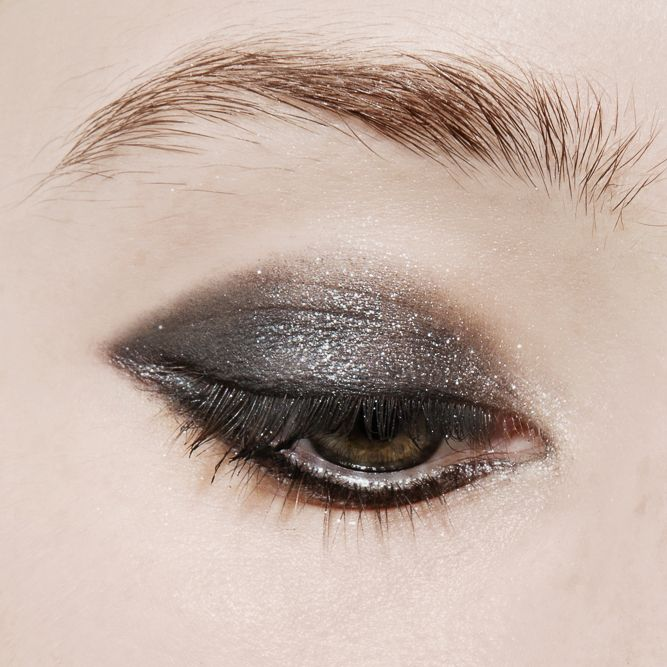 Smoky Eye Quads, Decoded: MAC Mineralize Eyeshadow in A Waft of Gray