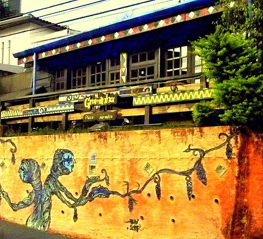 Ao redor do Beco do Batman os muros também recebem visitas dos artistas de rua