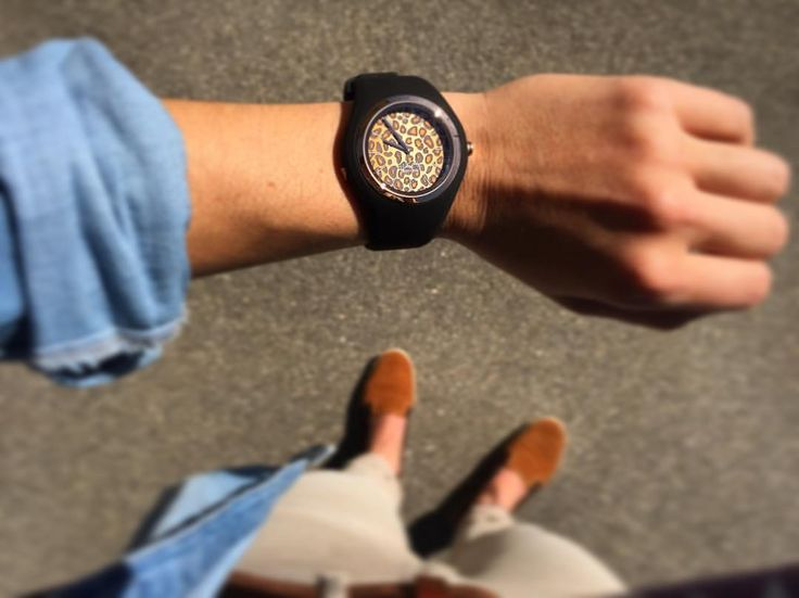 The perfect watch for a determined lady like our Swiss downhill mountain biker Carina Cappellari