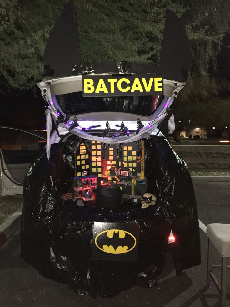 bat cave for halloween trunk or treat car decoratingholiday - Halloween Decorated Cars